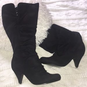 Shoes - Size 8 black boots